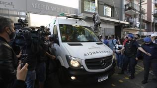 Argentina, Maradona lascia l'ospedale otto giorni dopo l'operazione