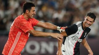 """Buffon celebra Cristiano: """"Grande CR7issimo!Ora prendi Pelé"""""""