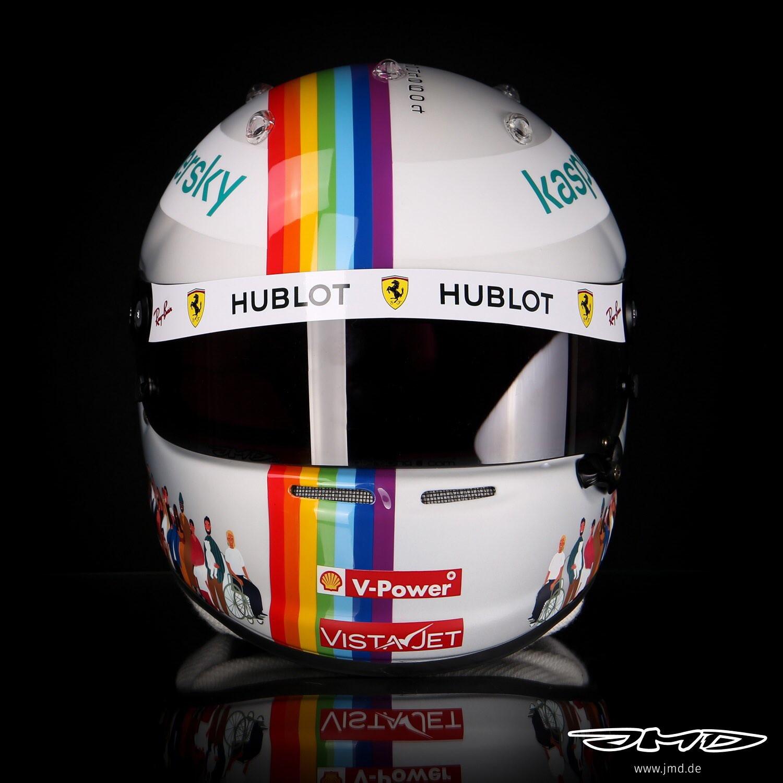 &quot;Insieme come uno solo&quot;: Sebastian Vettel lancia un messaggio forte in Turchia con la livrea del suo casco arcobaleno.&nbsp;<br /><br />