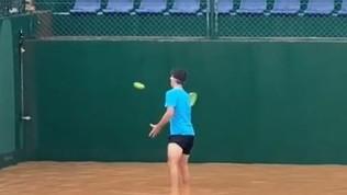 Tempesta su Creta, Petros Tsitsipas si dà al tennis... acquatico
