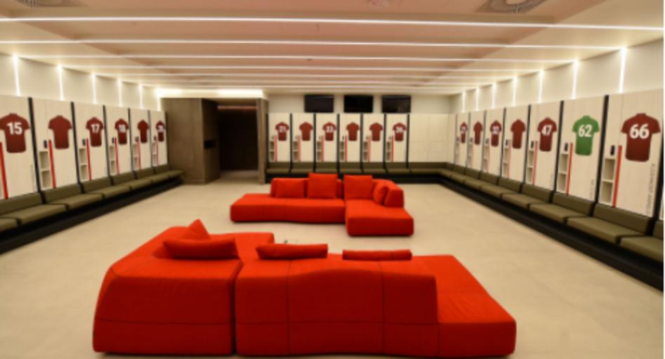 Il Liverpool ha inaugurato il nuovo centro sportivo AXA Training Centre, costato 50 milioni di sterline: al suo interno 9.200 metri quadri con tre campi da calcio a grandezza naturale, due palestre, piscina e apposita zona per la riabilitazione dopo gli infortuni. Anche le strutture dedicate all&#39;U23 sono all&#39;interno del centro sportivo, per la prima volta nella storia dei Reds.<br /><br />
