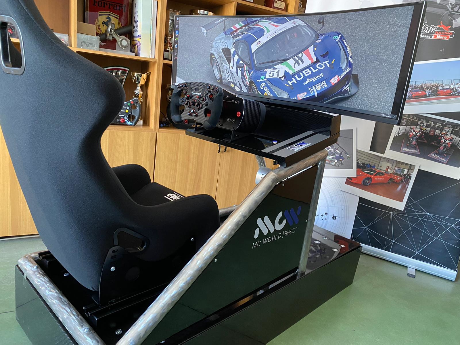 Matteo Cressoni, pilota GT Pro, ha sviluppato due simulatori con la MC World Racing Simulator.<br /><br />