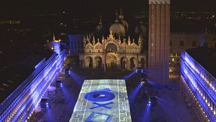La PlayStation5 si illumina a Venezia