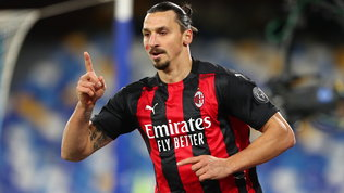 Ibra, super-doppietta e infortunio: Napoli stesoe Milan in vetta da solo