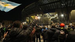 Il San Paolo diventa mèta di pellegrinaggio dei napoletani