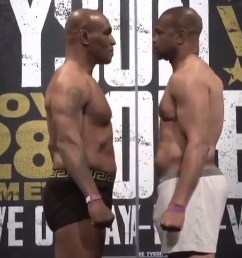 Tyson e Roy Jones junior, come ogni incontro di boxe, si sono sottoposti alla cerimonia del peso: 99,8 kg per Iron Mike, 95,250 per l&#39;ex campione mondiale di pesi medi, supermedi, mediomassimi e massimi. Una vigilia tranquilla allo Staples Center di Los Angeles&nbsp;verso il ritorno sul ring di due pugili che hanno fatto la storia anche se ormai pi&ugrave;&nbsp;che cinquantenni. L&#39;esibizione nella notte italiana tra sabato e domenica si divider&agrave; in 8 riprese da due minuti ciascuna, entrambi useranno guantoni da 12 once (pi&ugrave; grandi del solito) e al termine non verr&agrave; proclamato un vincitore.<br /><br />