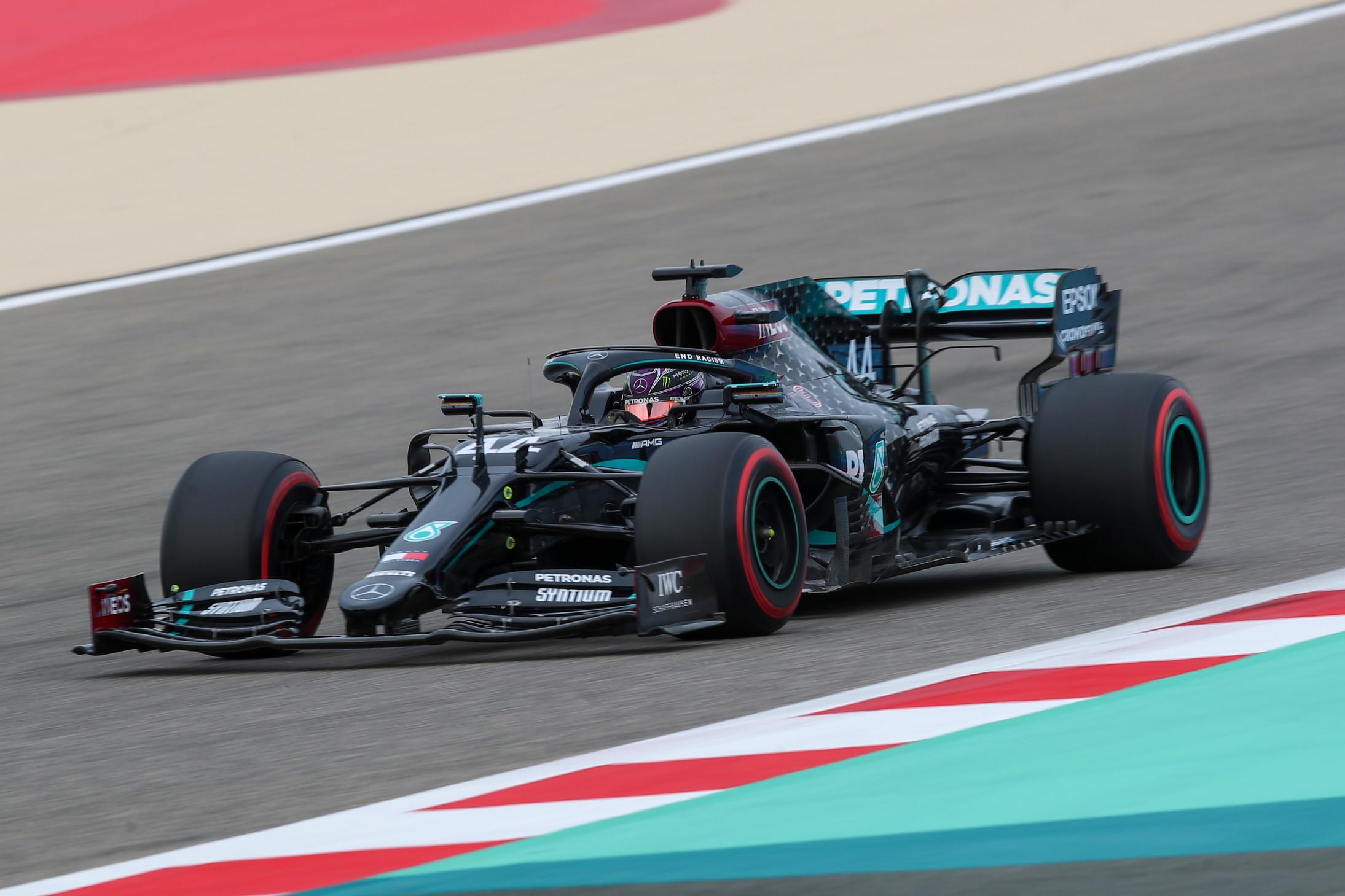 Quindici su quindici, filotto di pole da applausi per i motorizzati Mercedes che in Bahrain vedr&agrave; partire la W11 di Hamilton davanti a tutti<br /><br />
