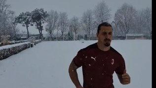 """Ibra scatenato, allenamento sotto la neve e la provocazione: """"Provate a fermarmi"""""""