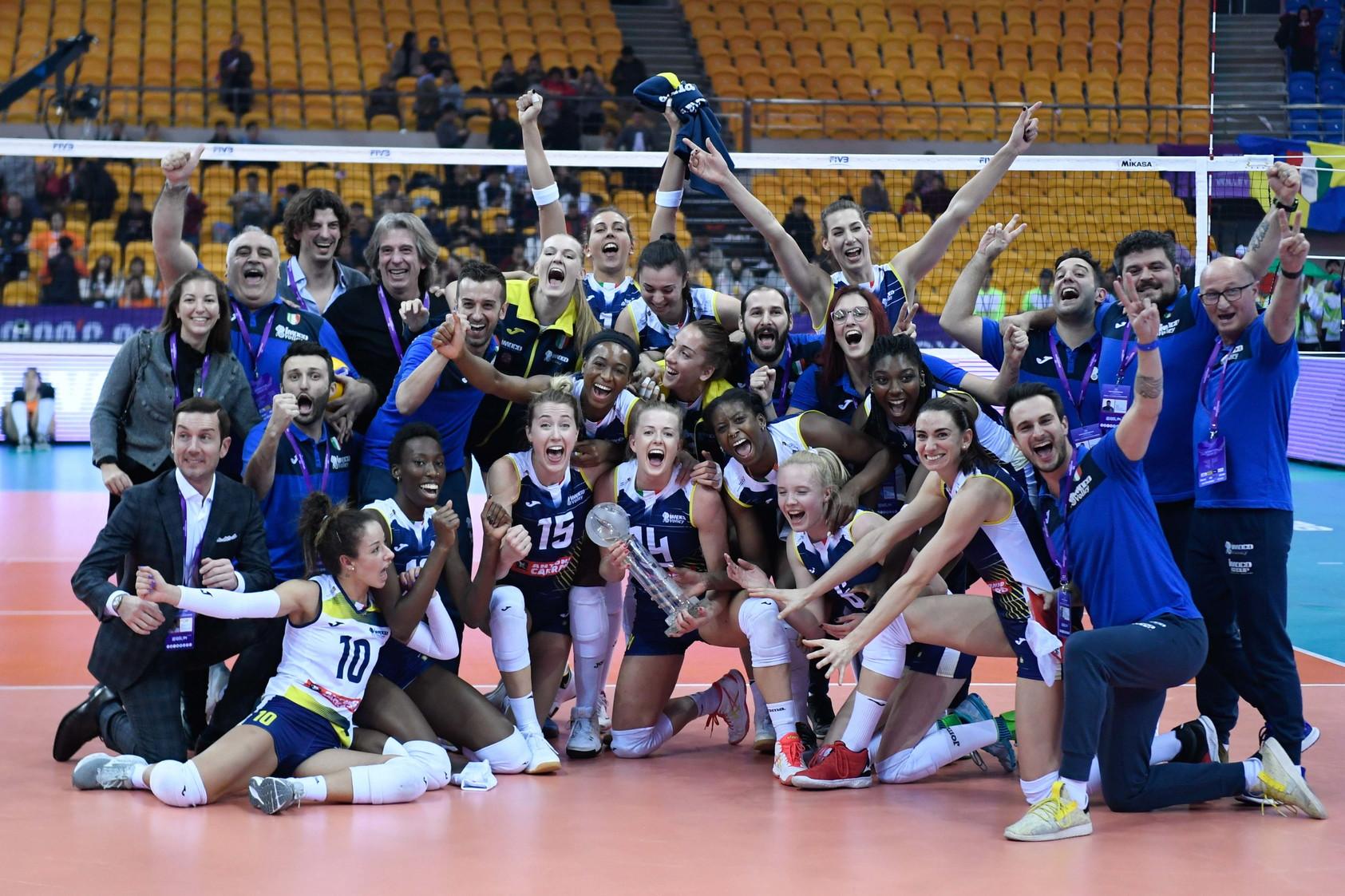 Le immagini dei festeggiamenti e della premiazione dell'Imoco Volley per la vittoria al Mondiale per Club dell'8 dicembre 2019.
