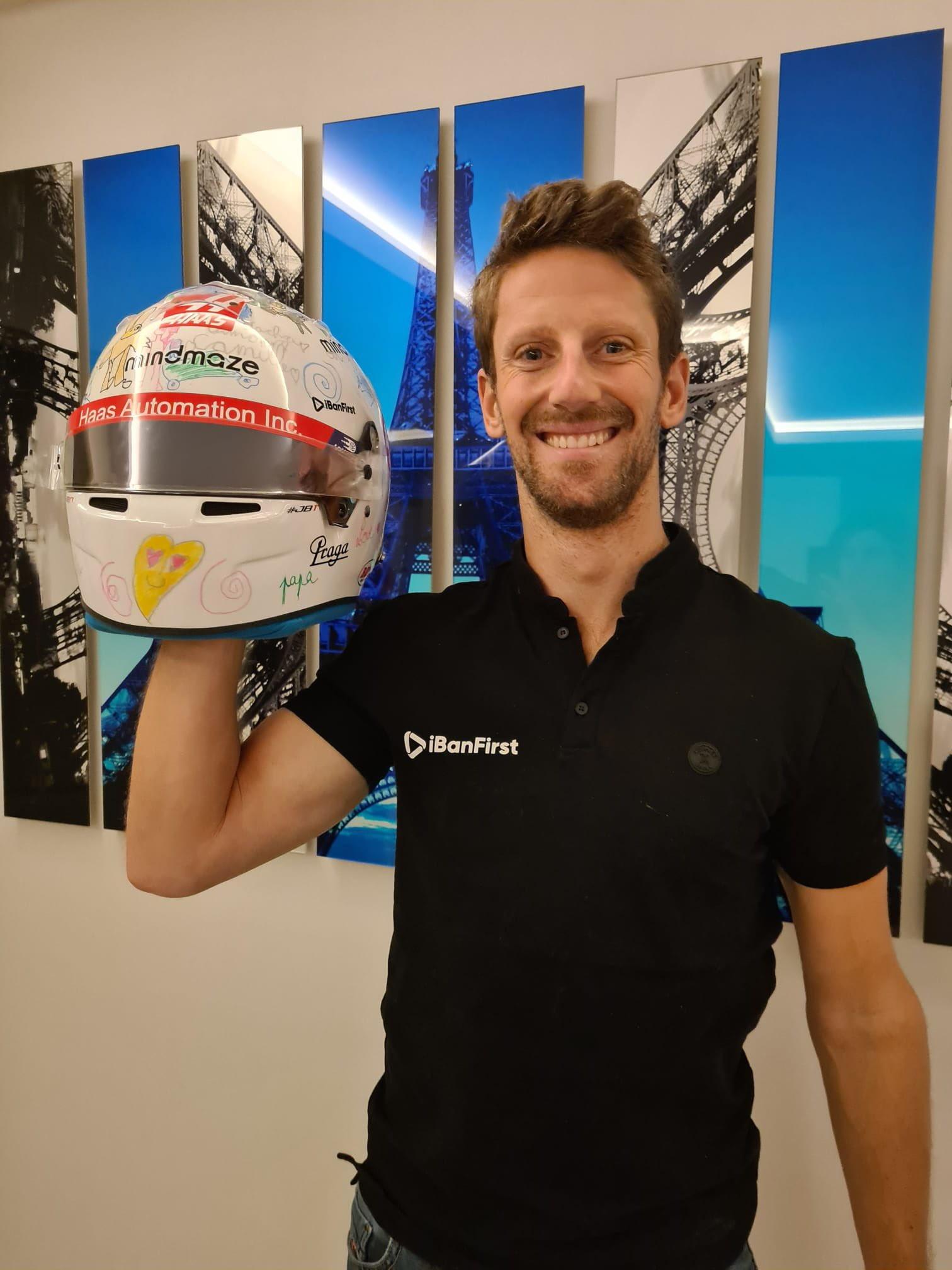Una sorpresa per Romaing Grosjean. Il francese ha svelato il casco disegnato dai suoi tre piccoli figli che avrebbe dovuto usare ad Abu Dhabi per l&#39;ultima gara della sua carriera in Formula 1. La speranza del pilota &egrave; quella di avere un&#39;altra possibilit&agrave; per indossarlo.&nbsp;<br /><br />