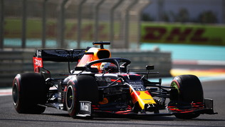 Red Bull e Verstappen da applausi, fatica per Mercedes e Ferrari