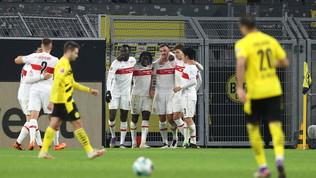 Il Lipsia aggancia il Bayern in vetta, Dortmund travolto in casa