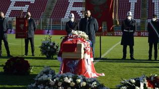 Pablito, l'omaggio di Perugia: il feretro allo stadio Curi