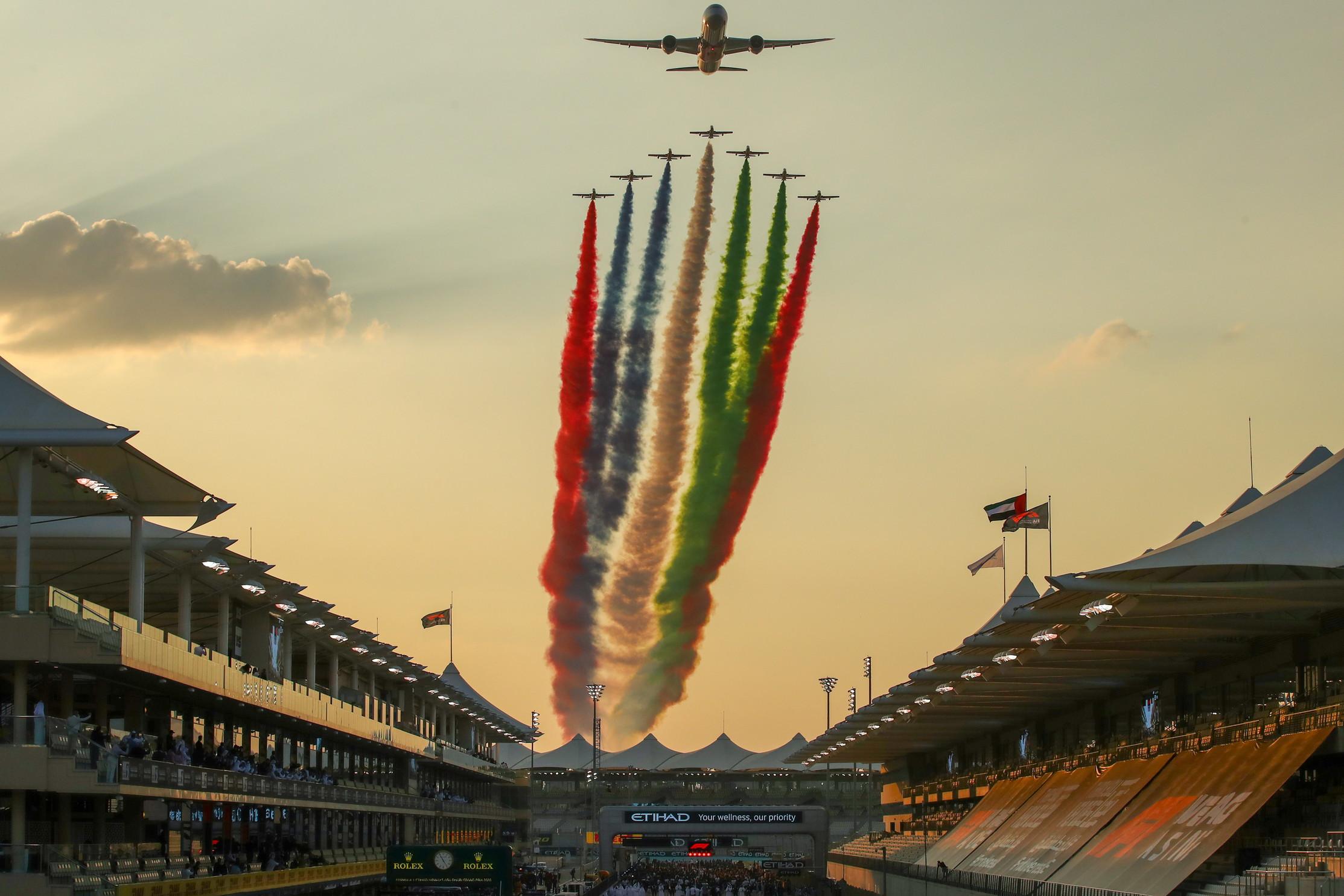 Max Verstappen vince l&#39;ultimo GP del 2020 di Formula Uno. A Yas Marina, partito dalla pole, l&#39;olandese trionfa davanti alle Mercedes di Bottas e Hamilton<br /><br />