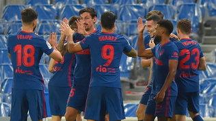 Atletico solo in vetta, 2-0 alla Real Sociedad. Vince anche il Barcellona