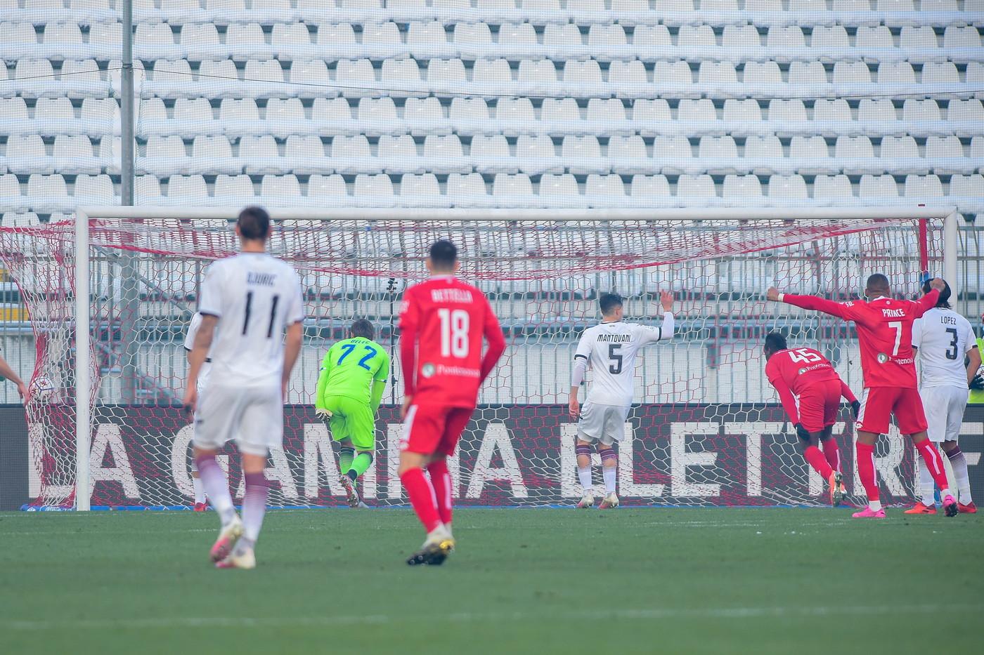 Ci ha messo solo 4&#39; a segnare il suo primo gol con la maglia del Monza: Balotelli subito in gol contro la Salernitana all&#39;esordio.<br /><br />