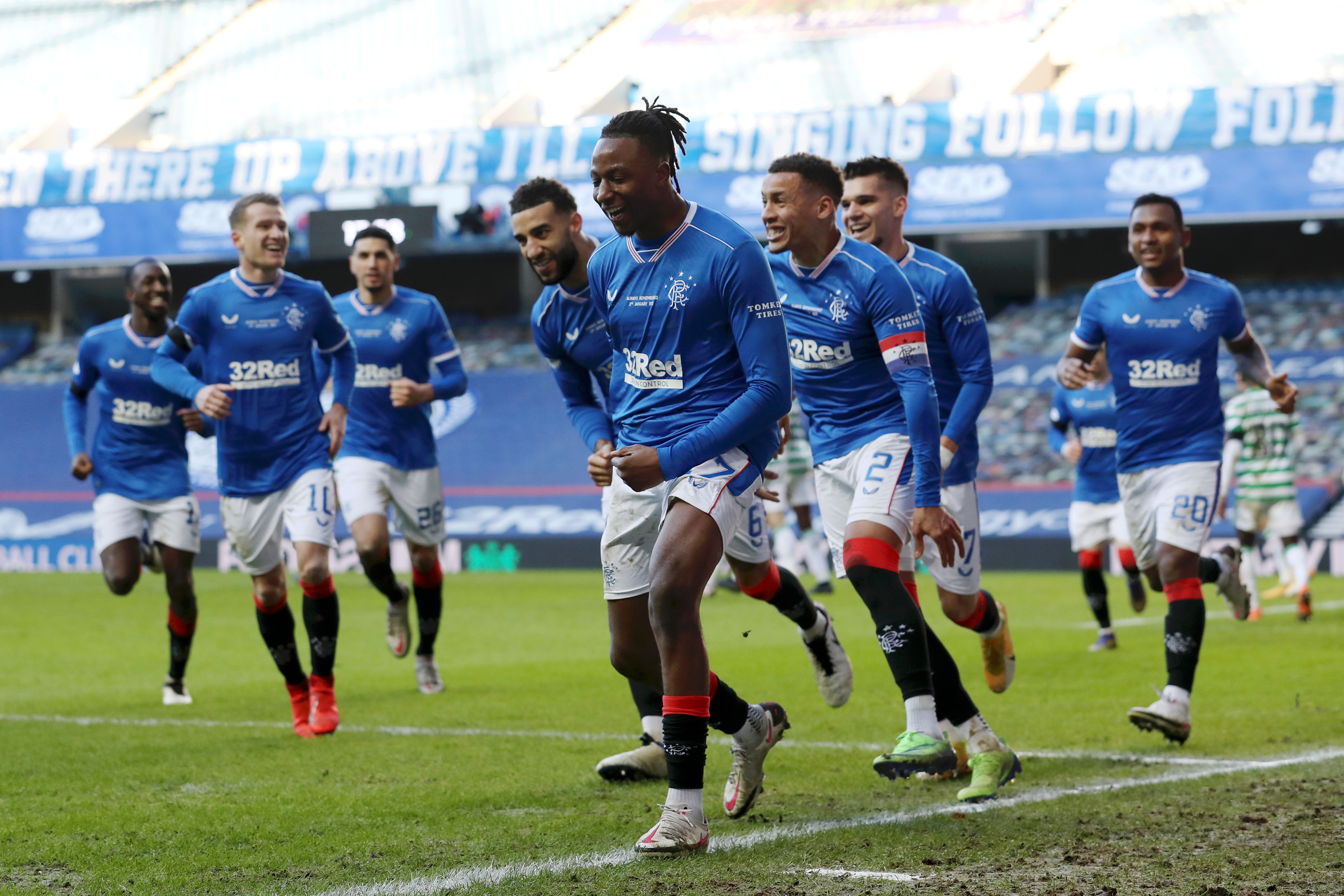 """<p style=""""text-align: justify;"""">I Rangers Glasgow hanno battuto i rivali del Celtic&nbsp;nello storico Old Firm, allungando ulteriormente in vetta alla classifica di Scottish Premiership. La disfatta degli uomini di Lennon all&#39;Ibrox Stadium si consuma in meno di dieci minuti: prima l&#39;espulsione di Bitton (62&#39;), poi l&#39;autogol di McGregor (70&#39;). Steven Gerrard vola a quota 62 punti e resta imbattuto in campionato (20 vittorie e 2 pareggi): ora sono 19 i punti di vantaggio sui rivali cittadini (che per&ograve; hanno 3 partite in meno), quando mancano ancora 11 gare alla fine. L&#39;ex capitano del Liverpool &egrave; sempre pi&ugrave; vicino a interrompere l&#39;egemonia del Celtic, che dura ormai da 9 anni. Come quella della Juventus in Italia.<br /><br />"""