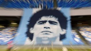 """L'amministratore contro l'ex legale di Maradona: """"L'eredità? Solo tre auto..."""""""