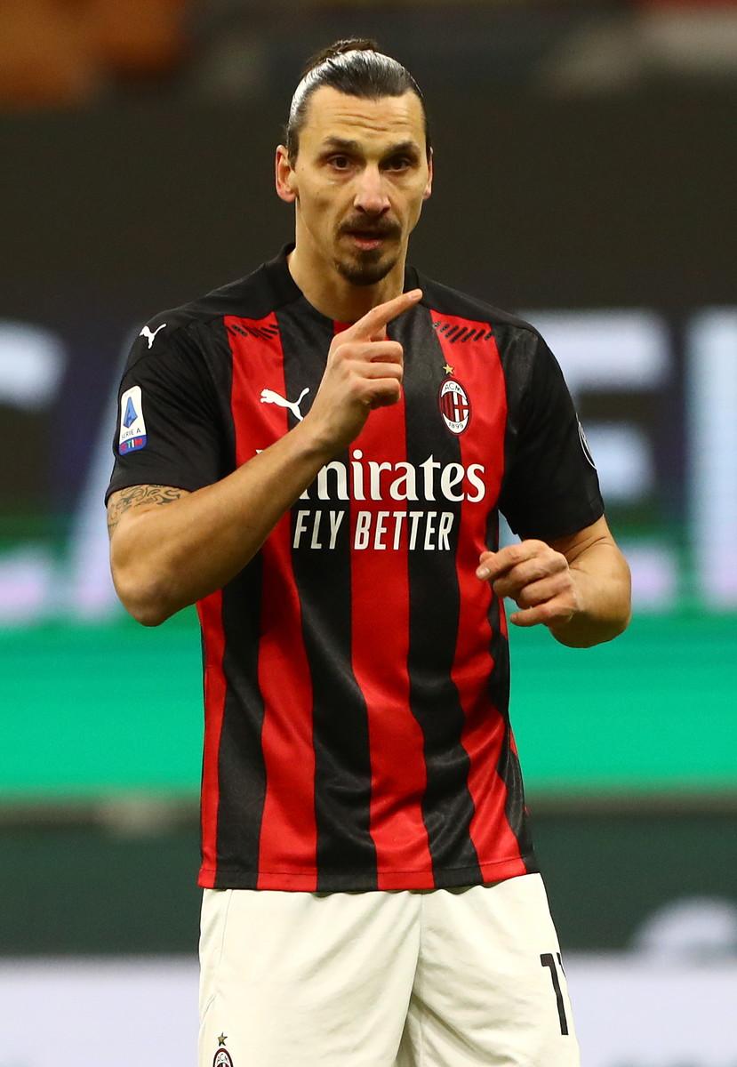 Zlatan Ibrahimovic mancava dal 22 novembre, prima la lesione alla coscia rimediata nel match contro il Napoli poi&nbsp;l&#39;infortunio al soleo in allenamento: contro il Torino ha fatto ritorno in campo, per gli ultimi cinque minuti (pi&ugrave;&nbsp;6&#39; di recupero) di partita. Prima il riscaldamento (con annessa prova di elasticit&agrave; muscolare: riesce ad alzare la gamba oltre l&#39;altezza del preparatore) poi l&#39;ingresso in campo e la sfida a parole con Sirigu (si conoscono dai tempi del PSG): &#39;Ti faccio gol&#39;. Non andr&agrave; cos&igrave; ma poco male, Pioli ha di nuovo Ibra: &quot;&Egrave;&nbsp;troppo forte&quot; ha detto il tecnico rossonero.<br /><br />