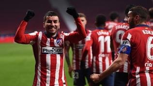 Correa e Saul stendono il Siviglia, l'Atleticova in fuga