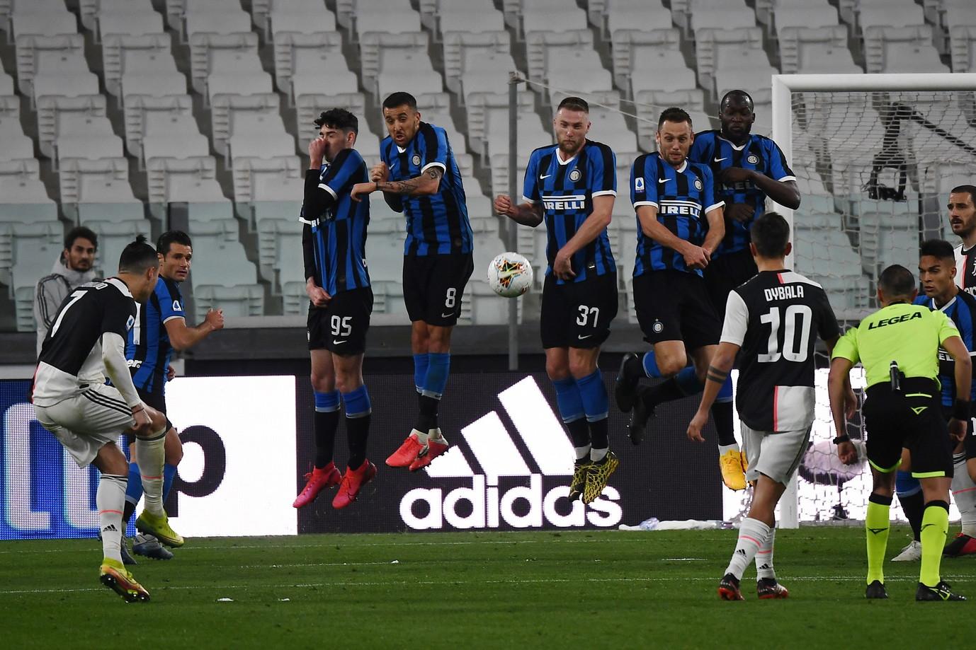 Juventus vs Inter 2020: i bianconeri vincono 2-0 ma verrà ricordata per lo Stadium vuoto a causa della pandemia di Covid-19. Di lì a breve lo stop della Serie A