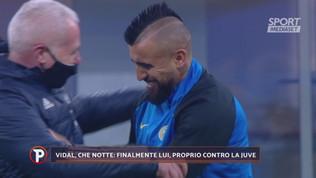 Vidal bacia lo stemma Juve: polemica