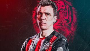 Mandzukic ha firmato fino a giugno con opzione: sua la maglia numero 9