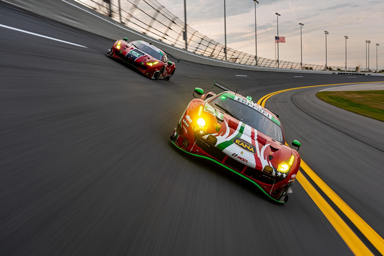 Tutto pronto a Daytona per la 24 Ore e la Ferrari sogna la vittoria con tre equipaggi. La numero 21 con al volante Matteo Cressoni, Daniel Serra, Nicklas Nielsen e Mann Simon, la 62 con Calado, Pier Guidi, Gounon e Rigon, e infine la 63 guidata da Jones, Curtis, Briscoe e Gomes. Nella qualifyng race sfortuna per la 488 GT3 di Cressoni che a causa di una foratura partir&agrave; dalla&nbsp;sedicesima casella di classe GTD in griglia., ma con tutti i presupposti per una grande rimonta.&nbsp;<br /><br />