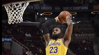 LeBron James trascina i Lakers. Bene Denver, cade Philadelphia