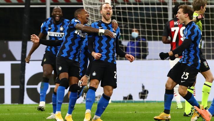 Ibra, magia e rosso: Lukaku ed Eriksen portano l'Inter in semifinale