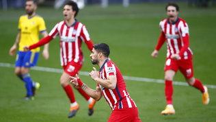 Suarez trascina l'Atleticoa Cadice e manda il Real a -10. Barça secondo