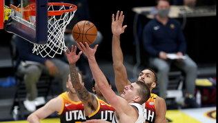 Jokic ferma la corsa dei Jazz, Clippers ok sui Knicks