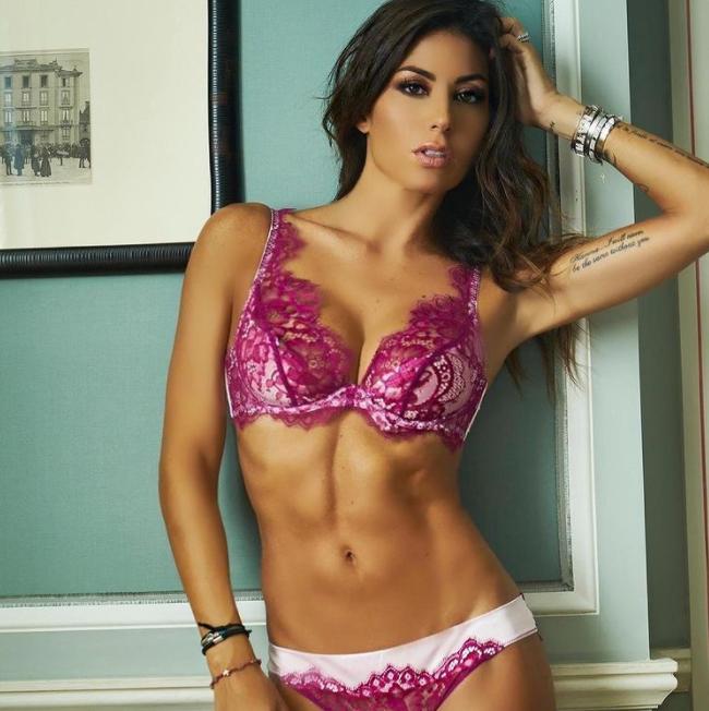 &quot;Buongiorno cos&igrave;&quot; scrive Elisabetta Gregoraci ai suoi follower su Instagram: un bikini da lasciare senza fiato.<br /><br />