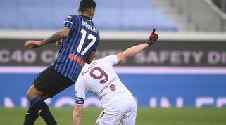 """Belotti, che fair play: """"Non è fallo""""   L'arbitro leva il giallo a Romero"""