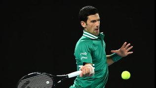 Djokovic e Thiem passano soffrendo, fra le donne avanti Halep e Osaka