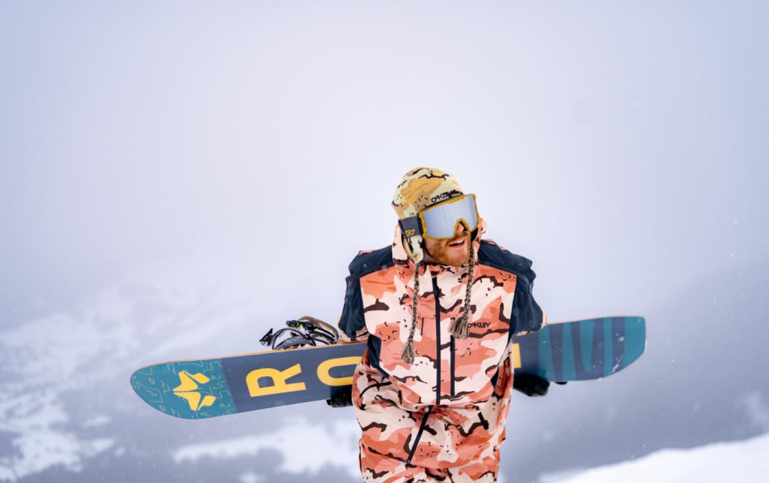 Finalmente si pu&ograve; tornare sugli sci e sullo snowboard. Oakley ha svelato la sua nuova collezione sviluppata con i migliori atleti del panorama mondiale, da da Sage Kotsenburg a&nbsp;St&aring;le Sandbech, passando per&nbsp;&Oslash;ystein Br&aring;ten, Jamie Anderson,&nbsp;Yuki Kadono&nbsp;e&nbsp;Aleksander Aamodt Kilde.<br /><br />