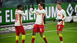Il Lipsia accorcia sul Bayern, ma che fatica in casa control'Augsburg