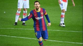 """Clima infuocato a Barcellona, i tifosi contro Al-Khelaifi: """"Ladro!"""""""