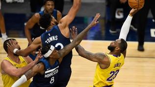 I Lakers si rialzano subito con super LeBron, crisi nera per i Bucks