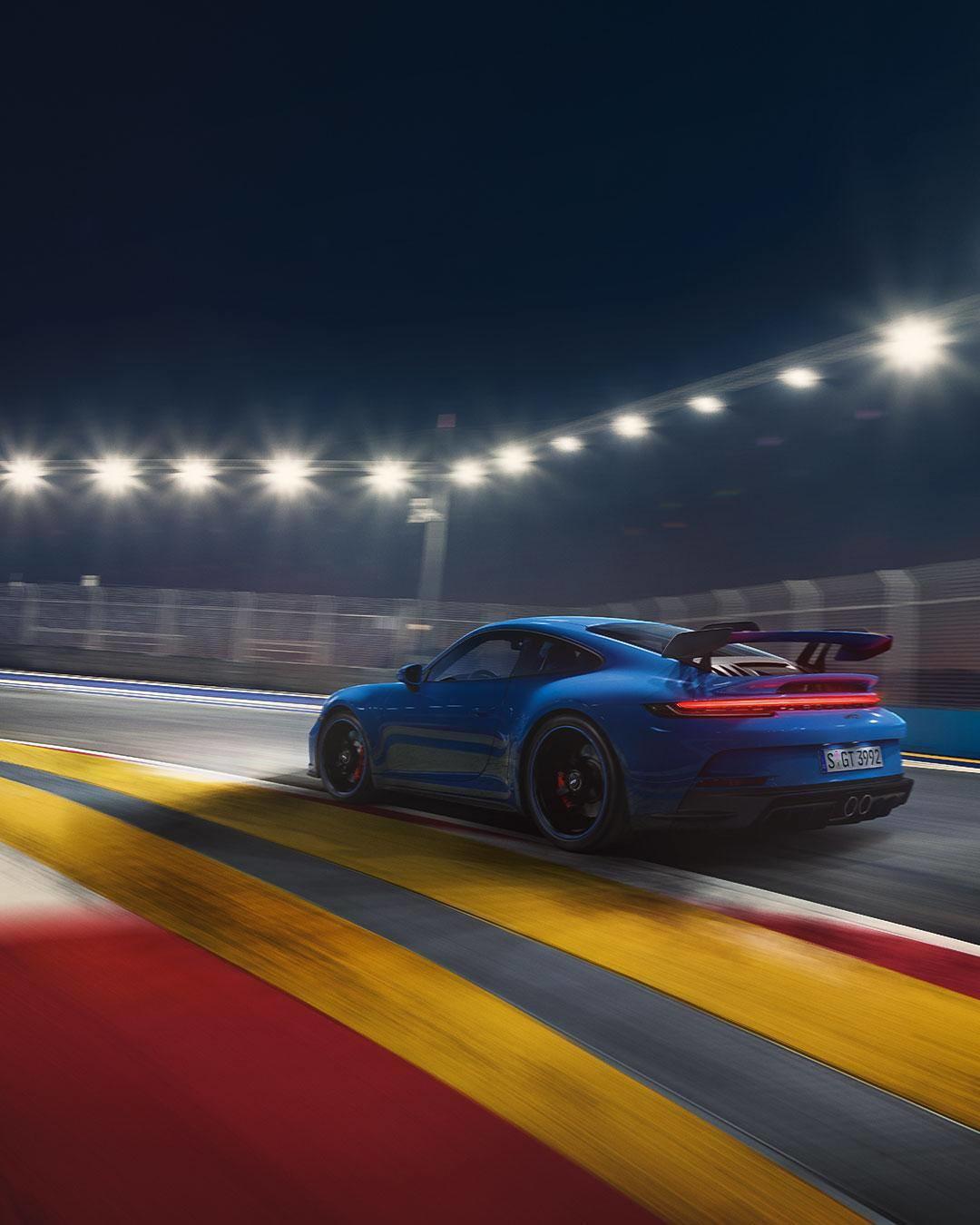 La Porsche ha svelato la nuova Porsche 911&nbsp;GT3&nbsp;serie&nbsp;992. Ancora pi&ugrave; pistaiola e un motore sei cilindri boxer aspirato di 4 litri che eroga 510 cv.<br /><br />