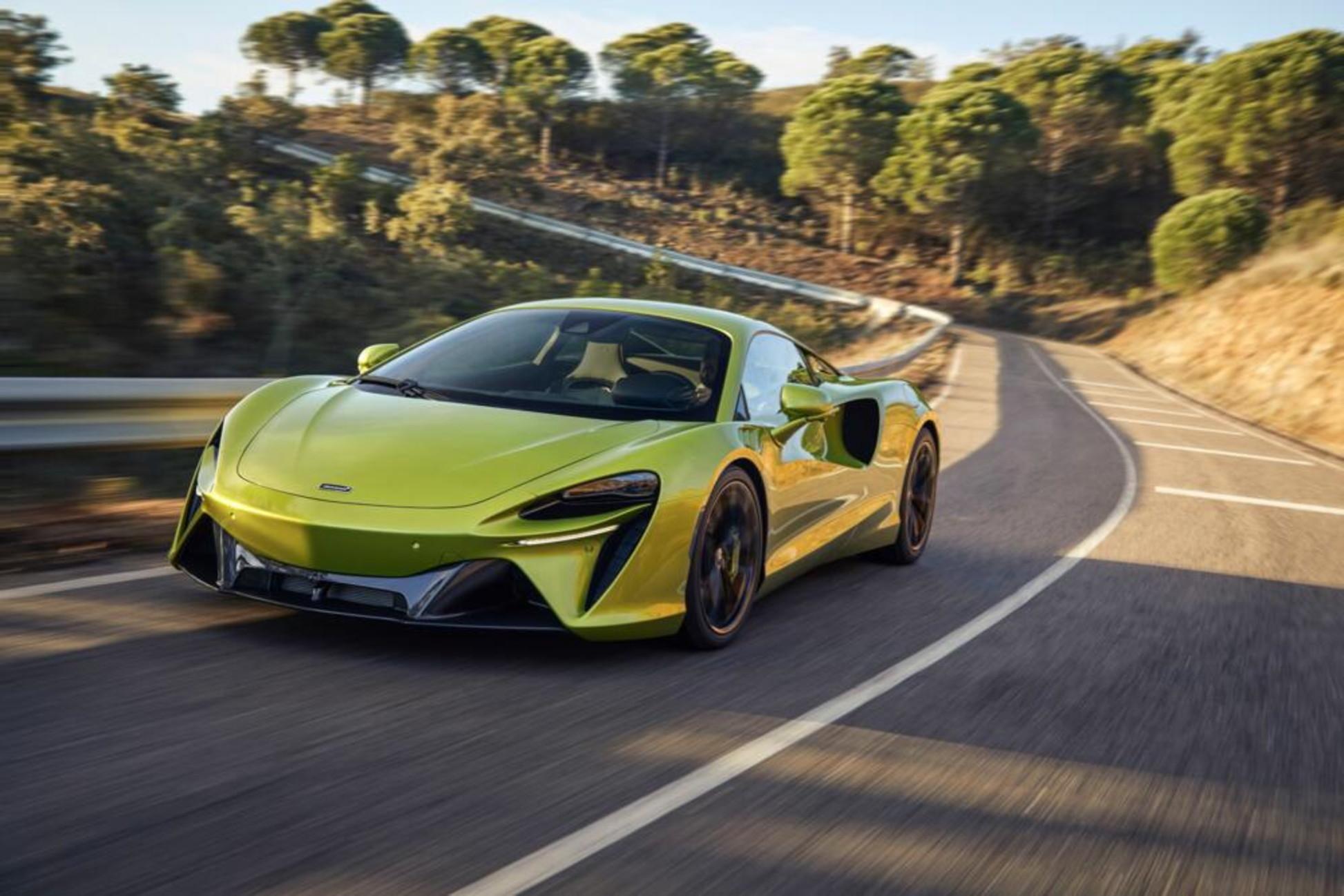 McLaren&nbsp;ha svelato Artura. &Egrave; la prima supercar con un powertrain elettrificato che la casa di Woking definisce&nbsp;ibrido ad alte prestazioni, High Performance Hybrid (HPH). Questo propulsore &egrave; in grado di erogare una potenza di&nbsp;680 CV&nbsp;e&nbsp;720 Nm&nbsp;di coppia massima per un rapporto peso/potenza di 488 CV per tonnellata.<br /><br />