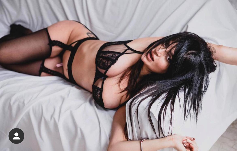 La sexy tifosa rossobl&ugrave; fa impazzire i suoi follower con altri scatti hot.<br /><br />