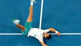 Djokovic re d'Australia: travolto Medvedev