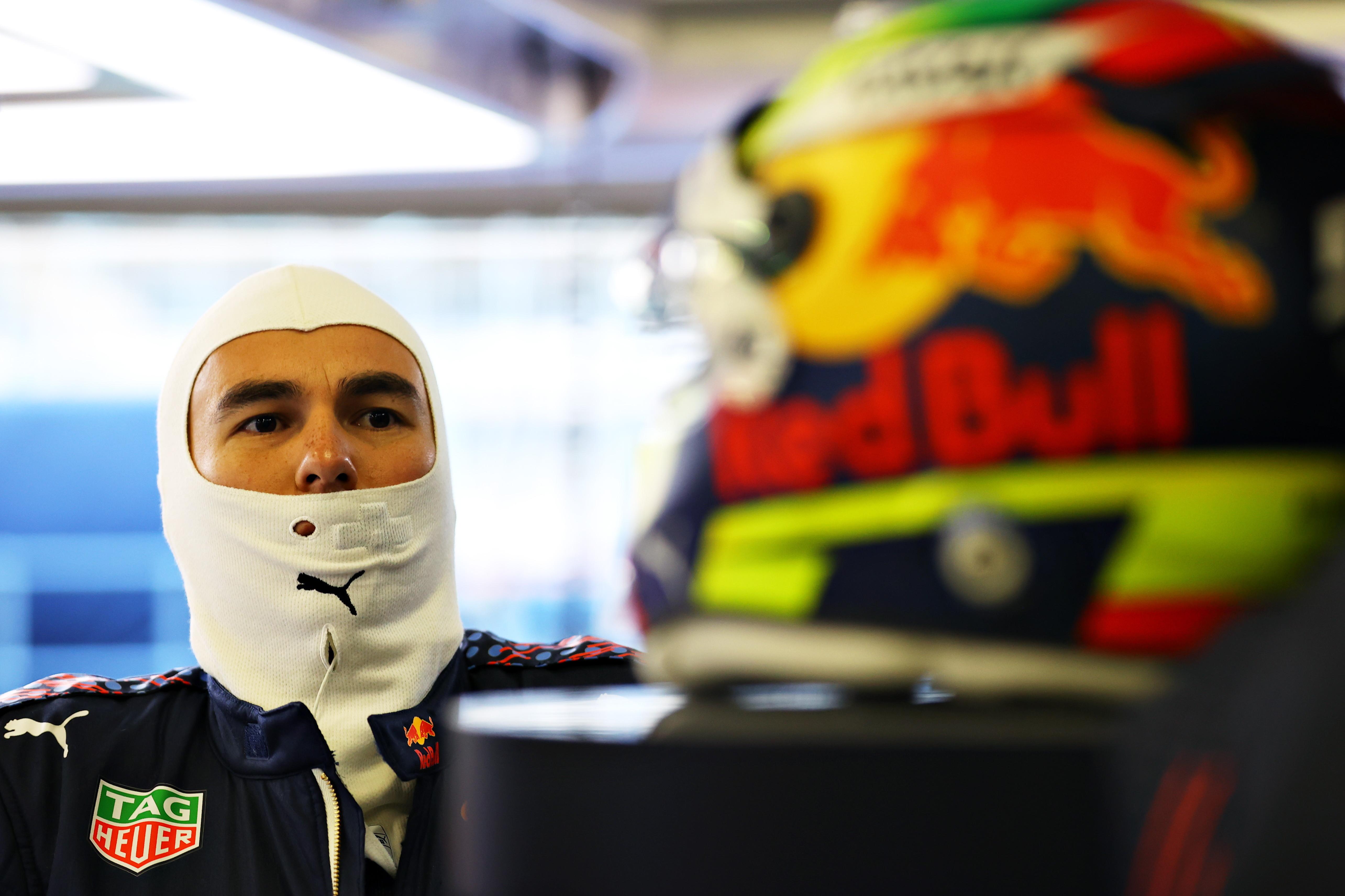 """<p style=""""text-align: justify;"""">Il team austriaco ha presentato la RB16B, che sfider&agrave; le Mercedes nella corsa al titolo.&nbsp;Il messicano, neo acquisto della scuderia, ha avuto l&#39;opportunit&agrave; di testare la nuova monoposto sull&#39;asfalto di Silverstone.<br /><br />"""
