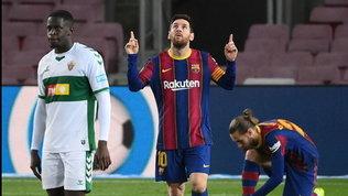 Messi scatenato: doppietta ed Elche scardinato. Il Barça accorcia su Atletico e Real