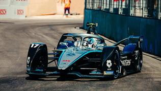 De Vries e la Mercedes si prendono la prima Super Pole della stagione
