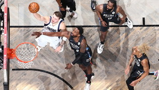 Doncic frena la corsa dei Nets, i Cavs sgambettano Phila. Riscatto Utah