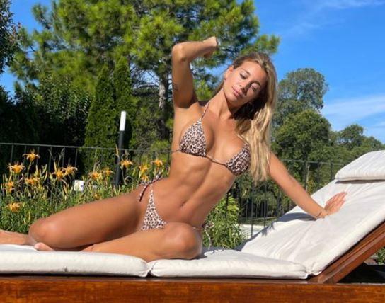 Maria Sol Perez, conduttrice televisiva e radiofonica, mostra ai follower di Instagram il suo fisico scolpito approfittando del sole argentino.<br /><br />
