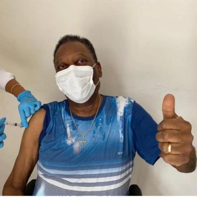 """Covid, Pelé si è vaccinato: """"Oggi è un giorno indimenticabile"""""""