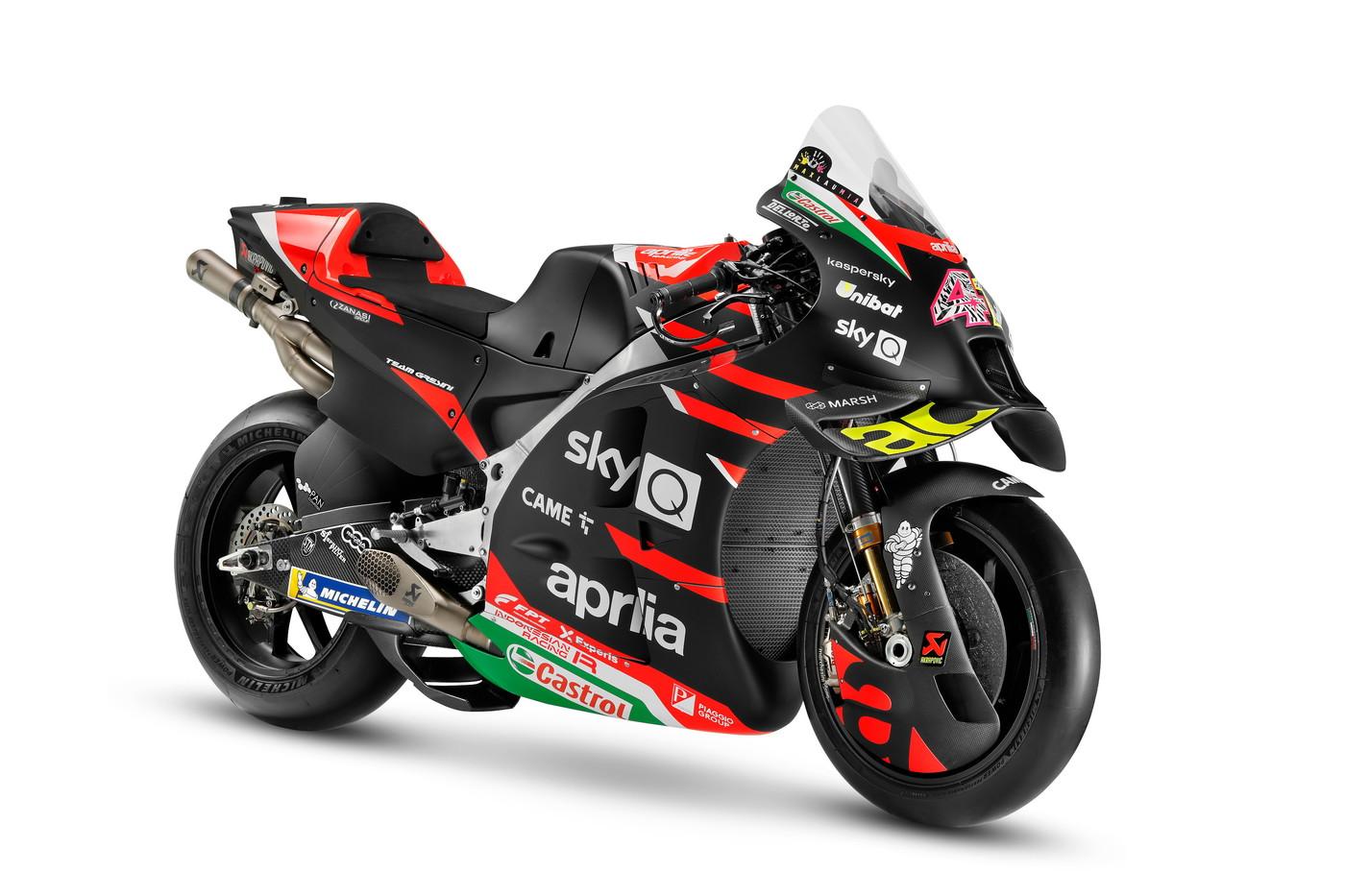 Prende il via sull&#39;asfalto del Circuito di Losail, in Qatar, la stagione MotoGP 2021 dell&#39;Aprilia Racing Team Gresini. Poche ora prima di scendere in pista per i primi test ufficiali, la squadra italiana al completo ha svelato la nuova arma di Noale, una rinnovata RS-GP. con un pensiero sincero e commosso a Fausto Gresini.<br /><br />